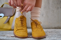 lace-collar-mustard-shoes-11